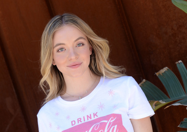 Sydney Sweeney Long Center Part [hair,blond,face,beauty,hairstyle,eyebrow,chin,lady,lip,brown hair,sydney sweeney,rolling stone live present desert jam,palm springs,california,arrive hotel,lucky brand]