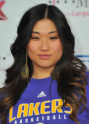 Jenna Ushkowitz attended the NBA All-star game rockin' soft ringlet curls parted down the center.