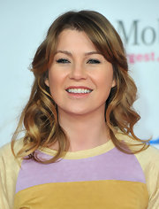 Ellen Pompeo added a little bounce to her causal look by curling her shoulder-length locks.