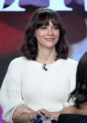 Rashida Jones wore a casual yet cute wavy hairstyle with wispy bangs at the TCA Turner Winter Press Tour.