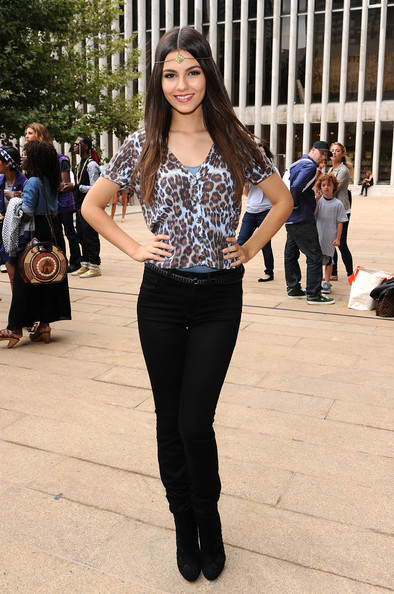 More Pics of Victoria Justice Headband (4 of 23) - Headband Lookbook - StyleBistro