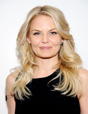 Jennifer Morrison looked like a doll with her long blonde waves during the TFF Awards.
