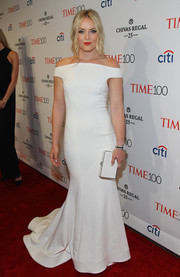 Lindsey Vonn polished off her look with a white box clutch.