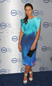 Rhona Mitra's two toned aqua and electric blue dress featured cool structured sleeves for a unique look.