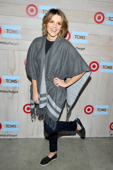 More Pics of Ali Fedotowsky Short Wavy Cut (1 of 3) - Ali Fedotowsky Lookbook - StyleBistro []