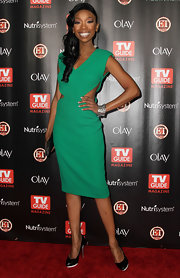 Brandy rocked a green cutout dress at the 'TV Guide' fete.