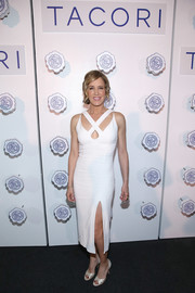 Felicity Huffman styled her dress with a pair of pearl-colored peep-toes.