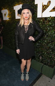 ZZ Ward sealed off her rocker-chic look with gray peep-toe boots.
