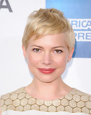 Michelle Williams attended the 'Take This Waltz' premiere wearing her platinum pixie casually styled.