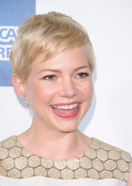 More Pics of Michelle Williams Dark Nail Polish (1 of 64) - Michelle Williams Lookbook - StyleBistro