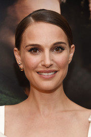Natalie Portman paired her classic 'do with a single gold stud by Christian Dior.