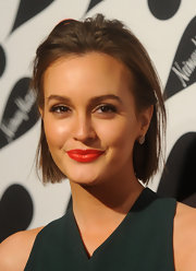 Leighton channeled classic elegance with her choppy bob tousled and slicked back.