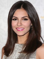 Victoria Justice added just a pop of color to her red carpet look with bright bubblegum pink lips.