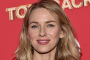Naomi Watts Medium Wavy Cut