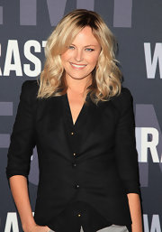 Malin Akerman rocked soft shoulder length curls in a shimmering blond shade.