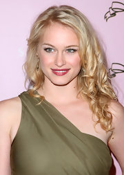Actress Levin Rambin sported what looked to be her natural curls on the pink carpet. Her curly locks were ll too cute.