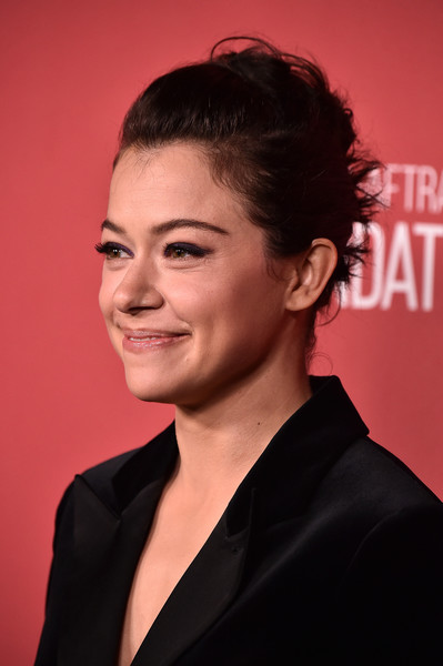 Tatiana Maslany Messy Updo [hair,hairstyle,chin,eyebrow,forehead,smile,premiere,black hair,white-collar worker,ear,sag-aftra foundation patron of the artists awards 2017 - arrivals,beverly hills,california,wallis annenberg center for the performing arts,tatiana maslany]