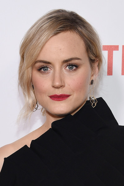 Taylor Schilling Geommetric Earrings [orange is the new black,hair,face,hairstyle,eyebrow,blond,lip,chin,beauty,cheek,shoulder,taylor schilling,new york city,sva theater,premiere]