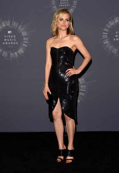 Taylor Schilling Strappy Sandals [clothing,dress,fashion model,cocktail dress,strapless dress,little black dress,fashion,latex clothing,shoulder,waist,taylor schilling,2014 mtv video music awards,room,press room,inglewood,california,the forum]