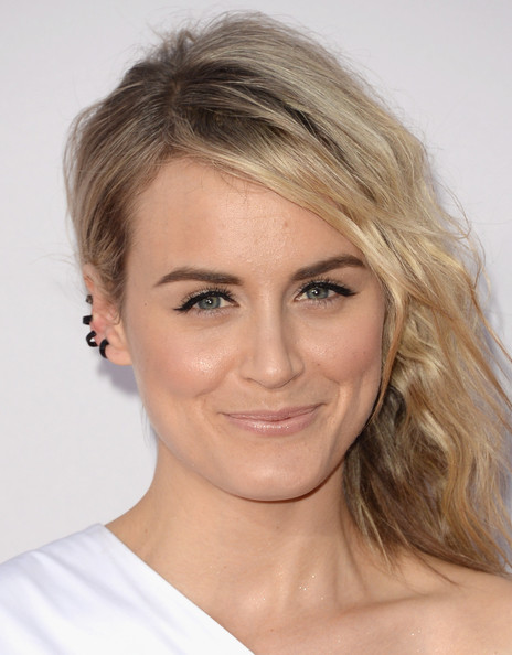 Taylor Schilling Beige Lipstick [hair,face,hairstyle,eyebrow,blond,chin,lip,beauty,skin,forehead,arrivals,taylor schilling,american music awards,nokia theatre l.a. live,los angeles,california]