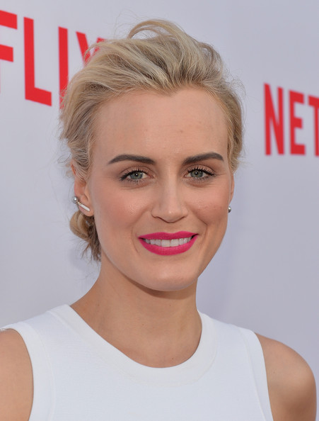 Taylor Schilling Pink Lipstick [red carpet,hair,face,blond,hairstyle,lip,eyebrow,facial expression,skin,chin,beauty,taylor schilling,north hollywood,california,leonard h. goldenson theatre,netflix,academy panel ``women ruling tv,academy panel women ruling tv]