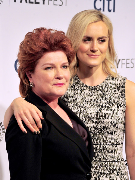Taylor Schilling Gray Nail Polish [orange is the new black,hair,hairstyle,beauty,blond,fashion,human,dress,hair coloring,makeover,photography,actors,andtaylor schilling,kate mulgrew,dolby theatre,california,hollywood,paley center for media,paleyfest 2014]