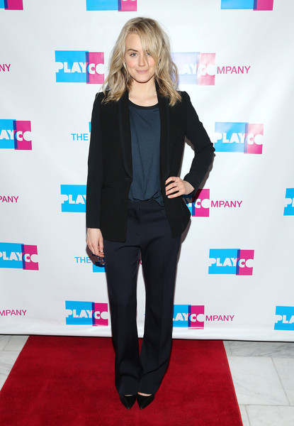 Taylor Schilling Blazer [photo,clothing,carpet,red carpet,suit,formal wear,pantsuit,outerwear,flooring,tuxedo,blazer,taylor schilling,actress,cabaret gourmet,new york city,espace,taylor schilling hosts 2015 play company,event]