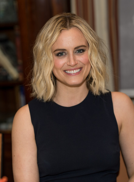 Taylor Schilling Medium Wavy Cut [hair,blond,human hair color,beauty,hairstyle,chin,shoulder,layered hair,long hair,smile,taylor schilling,vip dinner,new york city,the lambs club,gotham magazine]