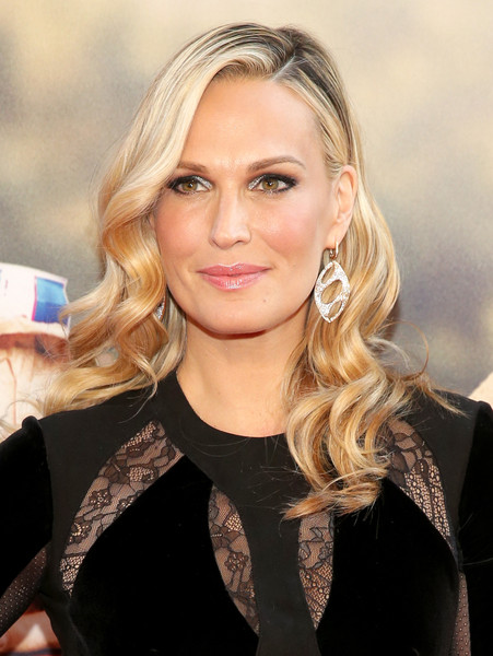 Molly Sims showed off elegantly styled waves at the New York premiere of 'Ted 2.'