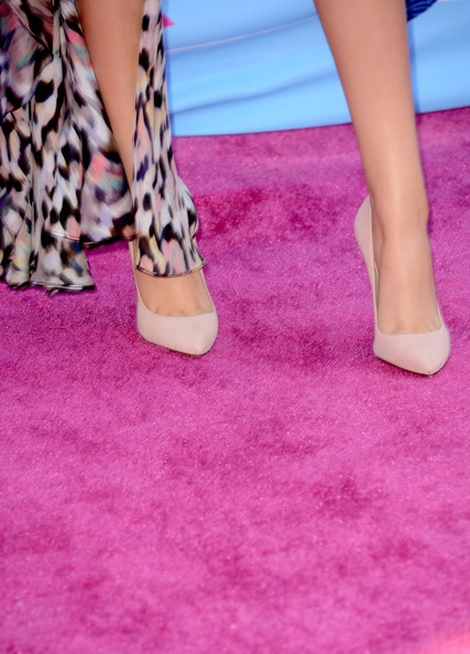 More Pics of Victoria Justice Bangle Bracelet (1 of 9) - Victoria Justice Lookbook - StyleBistro [pink,human leg,leg,footwear,foot,magenta,purple,red,ankle,joint,victoria justice,arrivals,teen choice awards,fashion detail,universal city,california,gibson amphitheatre,2012 teen choice awards]