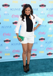Tamera stuck to a classic short suit for the Teen Choice Awards.