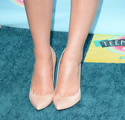 Chelsea Kane let her dress take center stage by opting for more basic nude pumps.