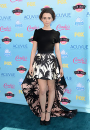 Lily's palm-tree print mini skirt had a fun high-low hem that made the skirt both flirty and elegant.