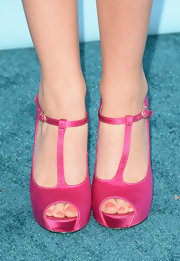 Ryan Newman matched her pink pedicure to her hot pink T-strap sandals at the 2013 Teen Choice Awards.