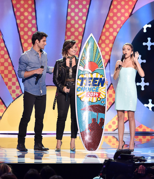More Pics of Demi Lovato Oversized Belt (1 of 53) - Belts Lookbook - StyleBistro [performance,event,fashion,talent show,stage,performing arts,music artist,fashion design,competition,pop music,tyler posey,demi lovato,sarah hyland,teen choice awards,l-r,california,los angeles,the shrine auditorium,fox]
