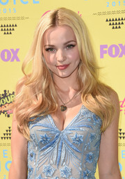 Dove Cameron wore her hair in boho-glam waves at the Teen Choice Awards.