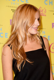 Bella Thorne left her tresses loose with boho waves when she attended the Teen Choice Awards.
