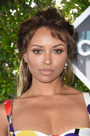 Kat Graham styled her hair into a messy half-up 'do for the Teen Choice Awards 2016.