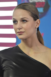 Melissa Benoist slicked her hair back into a low ponytail for the 2017 Teen Choice Awards.