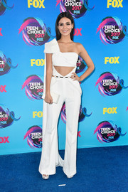 Victoria Justice matched her outfit with a white box clutch by Edie Parker.