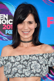 Perrey Reeves opted for a simple shoulder-length 'do with flippy ends and side-swept bangs when she attended the 2017 Teen Choice Awards.
