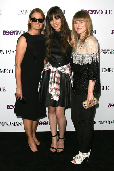 More Pics of Hailee Steinfeld Red Nail Polish (1 of 15) - Nails Lookbook - StyleBistro [clothing,dress,little black dress,fashion,eyewear,cocktail dress,event,premiere,footwear,fashion design,editor,hailee steinfeld,lisa love,amy astley,l-r,young hollywood party - arrivals,west coast,california,teen vogue,party]