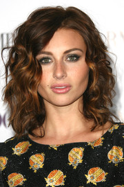 Alyson Michalka oozed sultriness with this face-framing curly 'do at the Teen Vogue Young Hollywood party.