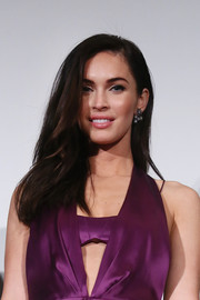 Megan Fox looked oh-so-beautiful wearing this loose, side-parted hairstyle at the 'Teenage Mutant Ninja Turtles' premiere in Tokyo.
