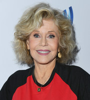 For her accessories, Jane Fonda teamed a dog tag necklace with a pair of gold dangle earrings.