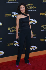 Lisa Edelstein looked sassy in a black one-shoulder jumpsuit during the Television Academy's 70th anniversary gala.
