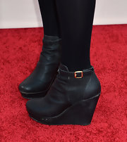 Sophie Turner opted for a pair of classic ankle wedges with a skinny ankle strap for her red carpet look.