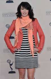 Lena Headey sported a light peach scarf for her mod-inspired red carpet look.