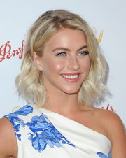 Julianne Hough looked oh-so-pretty with her platinum-blonde waves at the Emmy nominees cocktail reception.
