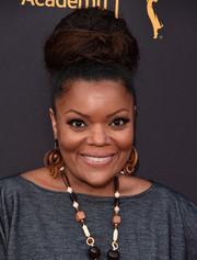 Yvette Nicole Brown attended the Television Academy and SAG-AFTRA Dynamic and Diverse celebration rocking a massive bun.